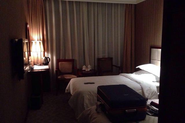 男子酒店房内没穿衣服遭服务员误闯:三倍索赔被拒绝