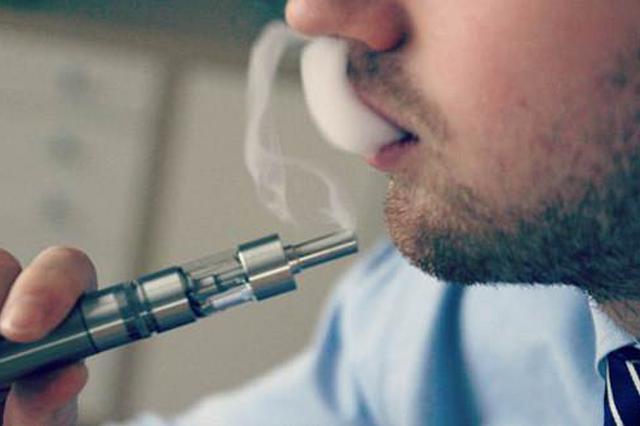 """电子烟背后的""""四不管"""":小学生可在商店买到"""