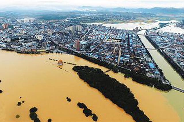 """""""山竹""""携强降水来袭 桂东南多条江河出现超警洪水"""