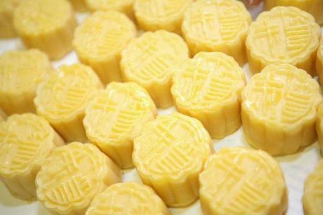 """广西消委会:你爱吃的网红月饼可能是""""三无""""产品"""