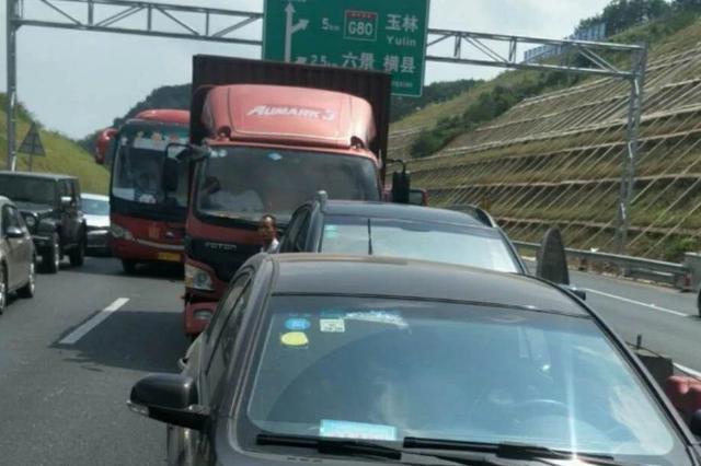 泉南高速六景段又堵了?发生多起追尾事故 缓行7公里
