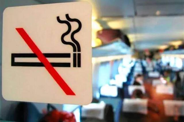 """""""任性""""吸烟呈高发态势 高铁吸烟将被纳入失信名单"""