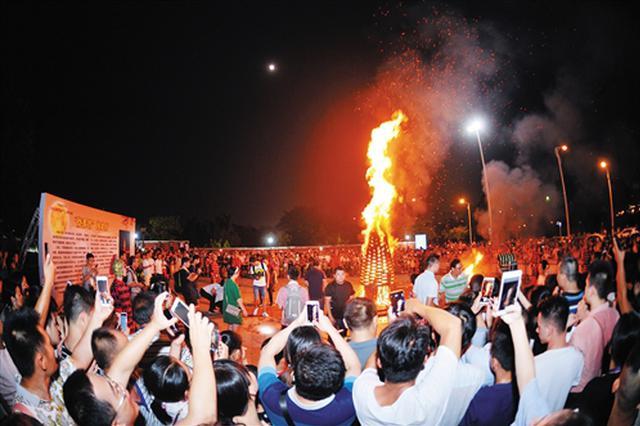 南宁孔庙举行中秋拜月大典 市民品味传统文化之美