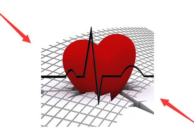 8岁男孩心脏停跳 30名医护5小时按压3万次救活一命