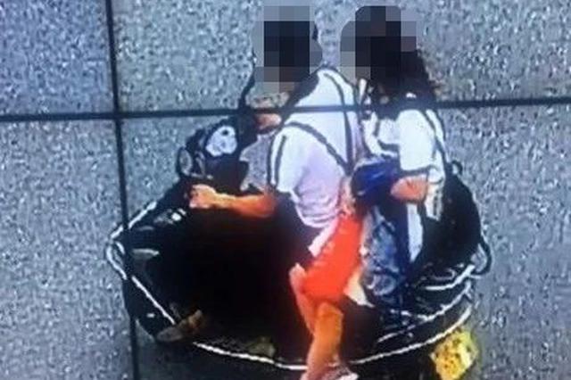 广西一男子遮挡摩托车号牌被查 竟喊交警抢车