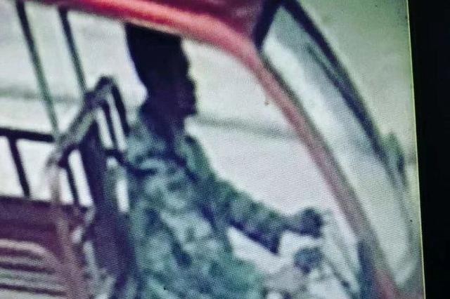 桂林临桂发生一起交通逃逸事故 警方寻找目击证人
