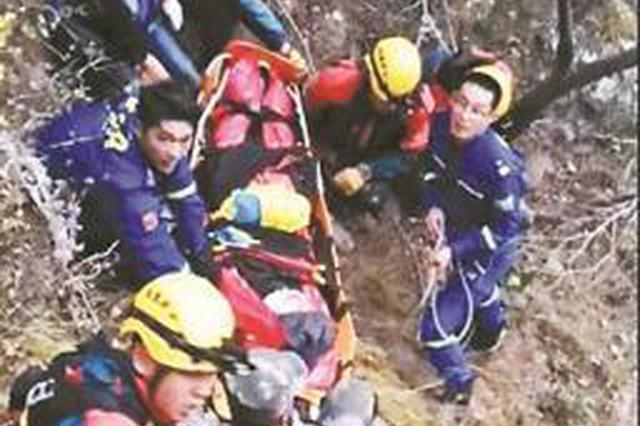 为救坠崖驴友警方启用直升机 专家:驴友应缴纳费用