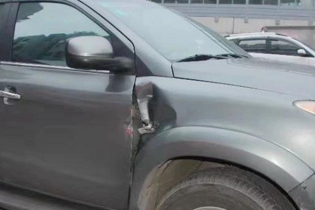 """广西一男子的小车被撞 报案后他却""""意外""""被扣12分"""