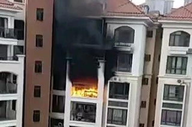 网传电动车充电引发南宁一住宅大火 消防:谣言