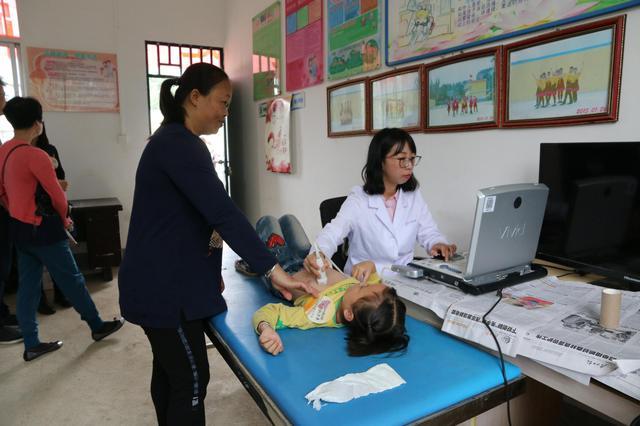 """中国移动爱心行动助力""""精准扶贫"""" 700多名先心儿获免费手术"""