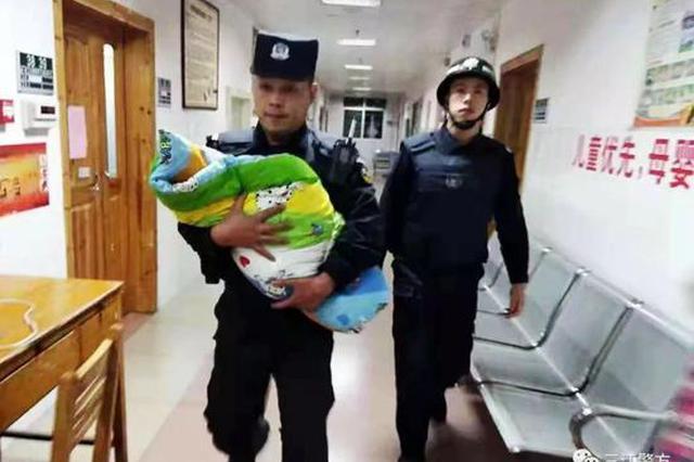 广西一病儿被弃楼梯口 民警喊话孩子父母:悬崖勒马