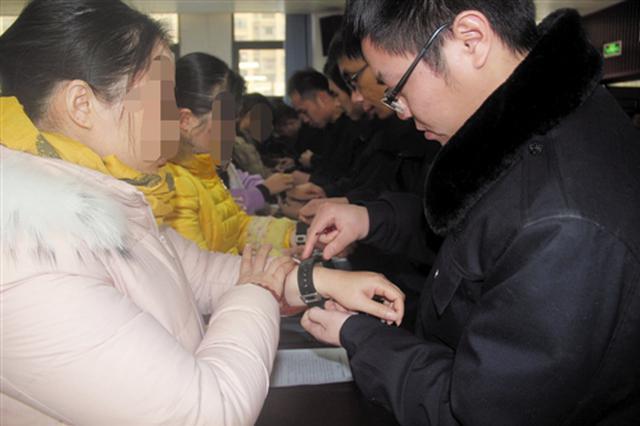 宾阳县出新招!社区服刑人员戴电子手环 全天候监管