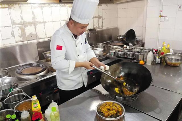 """外卖网购加入南宁人年夜饭""""外援"""