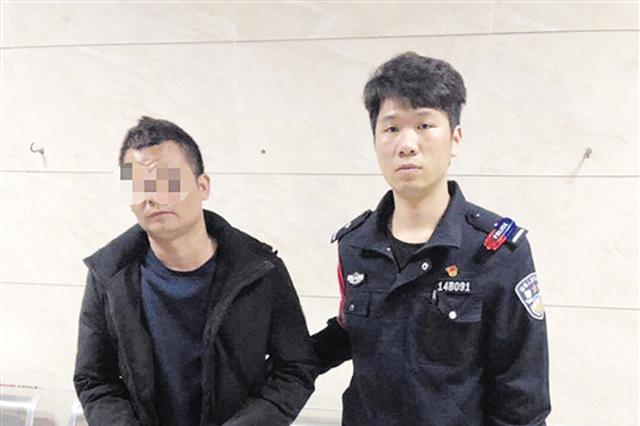 男子行窃被市民举报 民警街头狂奔800米将窃贼制服