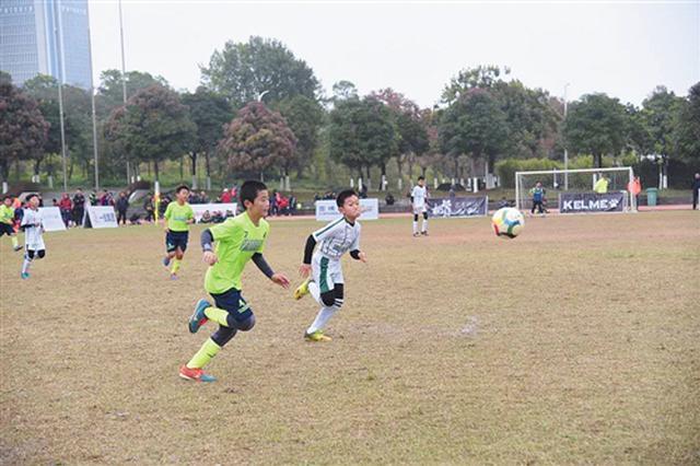 全国青少年足球赛在邕落幕 区外教练盛赞广西小将
