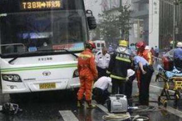 公交车撞人致2死1伤 肇事司机一审被判1年