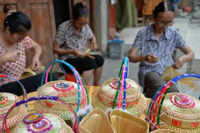 """广西传统编织产业""""老树开新花""""产品畅销海内外"""