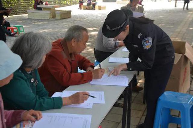 邕宁警方深入社区村镇、学校企业开展扫黑除恶宣传