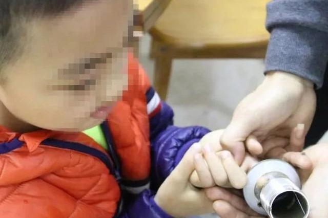 广西一周三起儿童手指被卡事件!家长千万别马虎