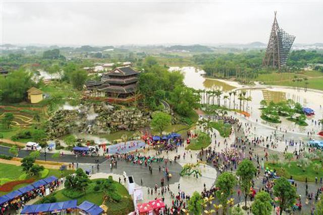 精彩纷呈!游客在南宁园博园体验壮族优秀传