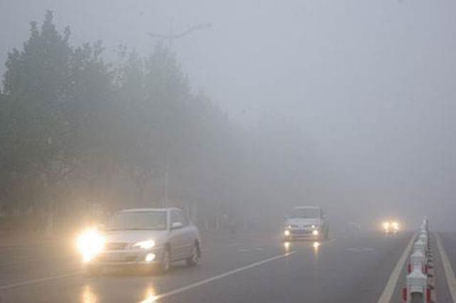 大雾弥漫 呼和浩特快速路上21辆车连环追尾