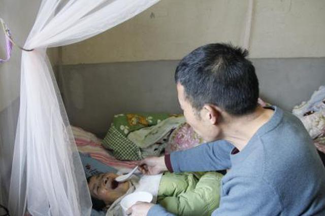 孝婿守护瘫痪岳母千夜 多活一天就多团圆一天