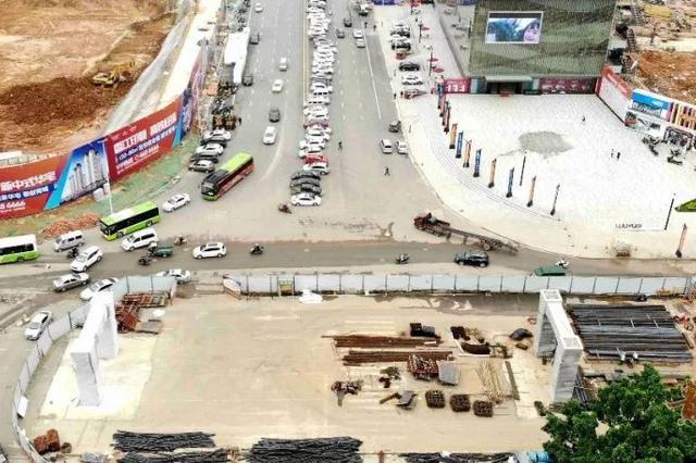 今晚贵港高铁站广场中路往吾悦广场方向封闭施工
