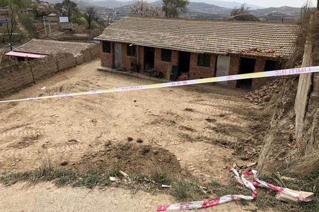 两间学生租住房垮塌致2死 官方:系崖体滑坡造成