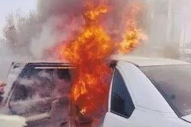 燃了!不仅是特斯拉 钦州五菱神车也烧到只剩框架