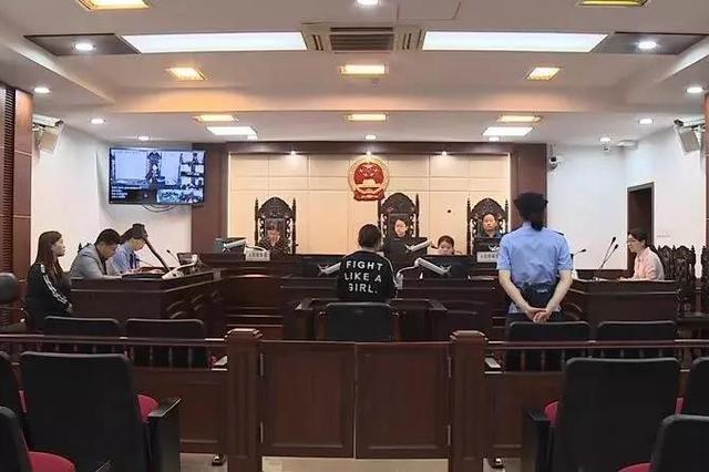 行人闯红灯致交通事故后逃逸 获刑3年并判赔117万