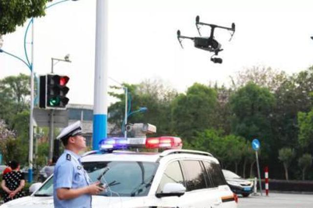 """广西交警启用无人机监控""""盲区"""" 抓拍违法行为"""