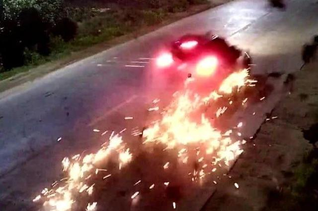 痛心!浦北小车与电动车发生碰撞 致电车上3人身亡