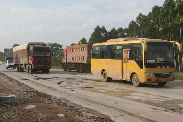 贵港问政丨324线国道桥圩段路面破损严重何时修复