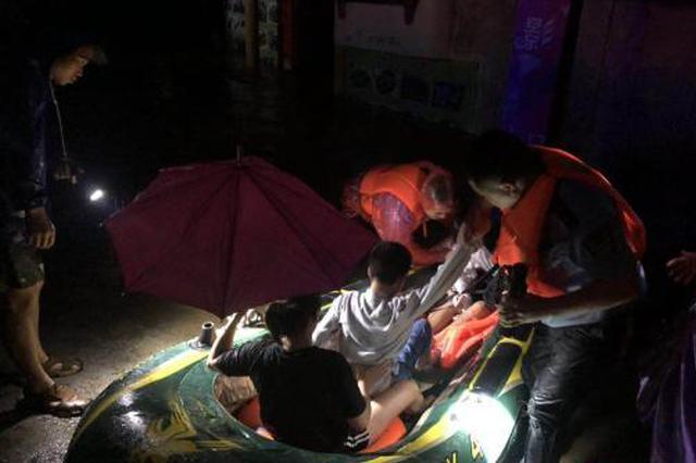 桂北遭特大暴雨高速中断 广西启动洪涝灾害Ⅳ级响应