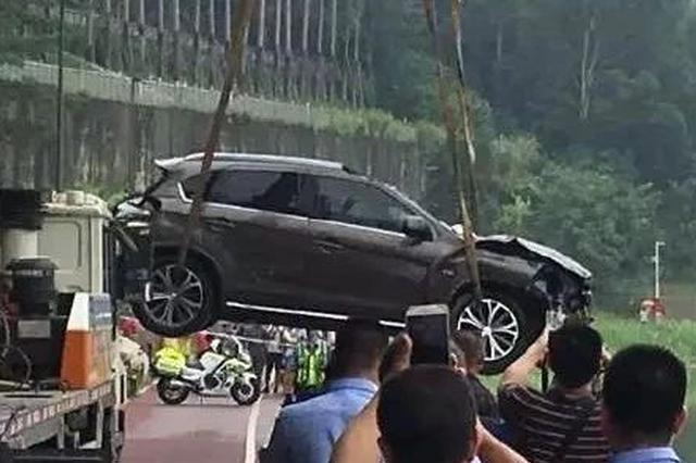 最新!坠入邕江的SUV被打捞上岸 未在车内发现被困者