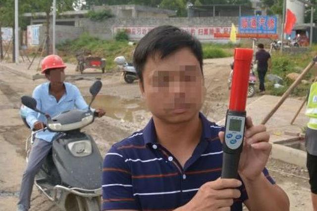 贵港一男子硬闯施工中的道路 后果很严重