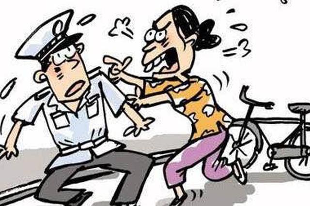 亲戚涉嫌赌博被警方检查 3名男子阻挠执法被拘留