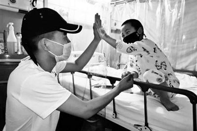 男子为救患病外甥打4份工 孩子已找到配型成功骨髓