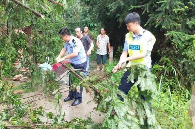 他们与风雨同在 融水警方昼夜奋战在抗洪抢险第一线