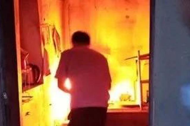 桂林民警冲进去捂住液化气罐瓶口不断窜出的火苗