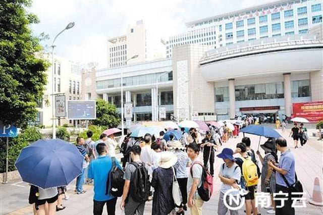 广西图书馆暑期人气旺 单日最高进馆人数近万人