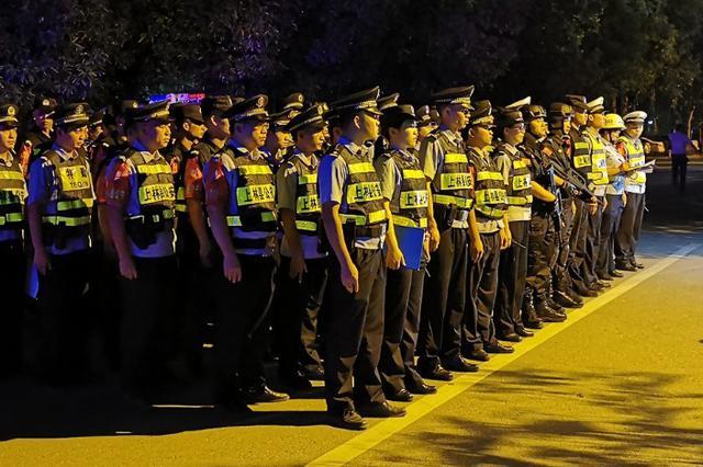 """南宁再掀""""暴风""""!近4000名警察出动 抓了上百人"""