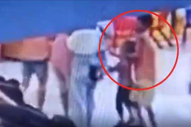 网传广西龙圩南宁百货有人抢小孩 警方:传言不实