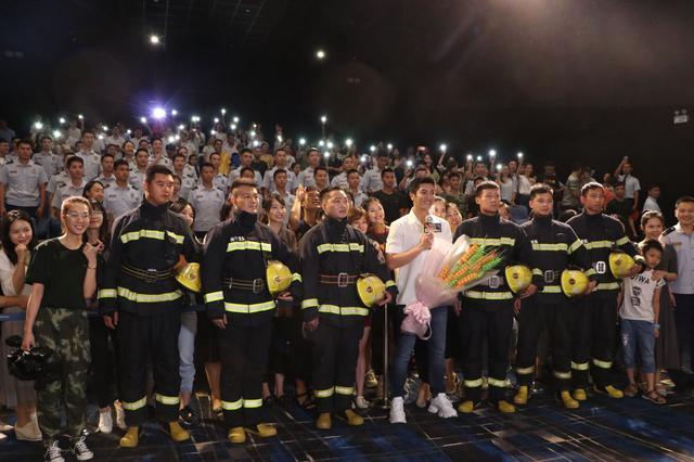 泪燃!电影《烈火英雄》南宁路演 真实消防员故事感动观众