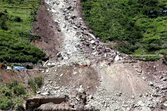 成昆铁路甘洛崩塌:已发现12具疑似失联人员遗体