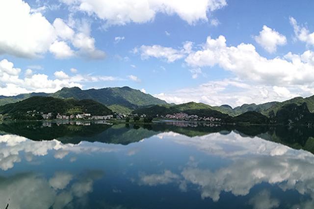 广西东兰:退耕还林20年 美了生态富了群众