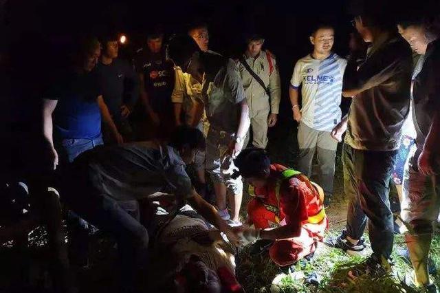 中国旅行团老挝车祸:确认团内两名未成年人安全