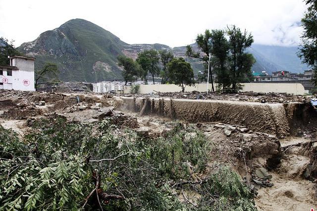 四川汶川泥石流灾害已致9人遇难 35人失联