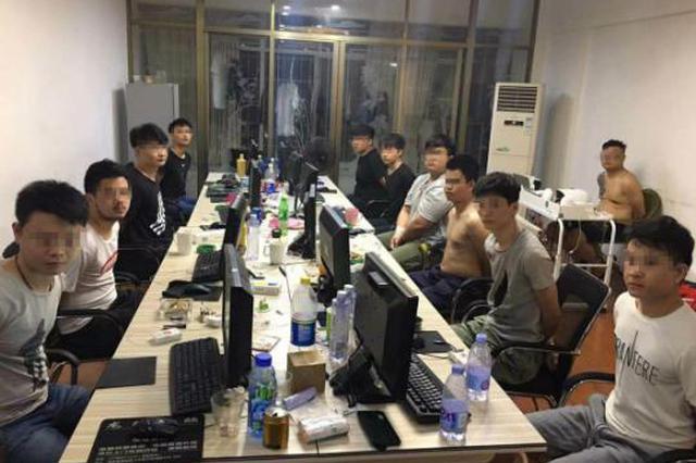 """社交软件暗藏陷阱 警方逮回一群""""高富帅"""""""