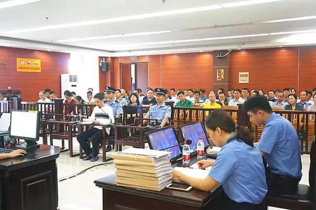 柳州市环卫处原正、副主任因私分国有财产被判刑